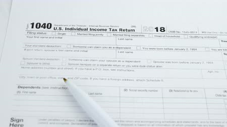 налог : American 1040 Individual Income return tax form. Business financial concept