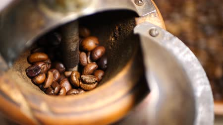 çuval : Roasted brown coffee beans group before grinder