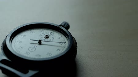 хронометр : Analogue plastic stopwatch on the black background. Symbols of time with copy space