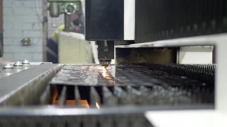 cortador : High precision CNC laser cutting metal sheet on industrial manufacture. Modern industrial technology Stock Footage
