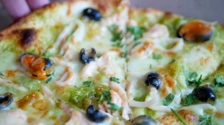 Fresh hot pizza with hot cheese, mussels, olives, parsley and dill Stok Video