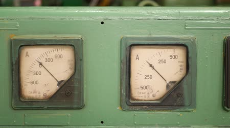 аналог : Current strength measurement analog old retro devices at green panel at industrial plant