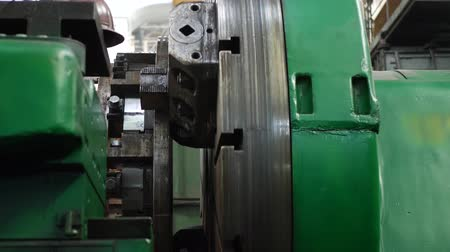 tokarka : Cutting tool processing steel shaft on lathe machine in workshop on heavy plant. Metalworking industry concept