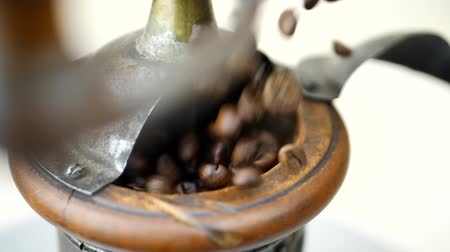 antiquariato : Brown Coffee Beans Falls in Vintage Coffee Grinder on White Background