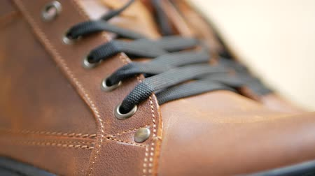 cadarço : Men fashion brown leather boots with black laces with black sole, sewing stitches