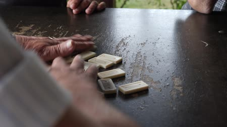 continuidad : Playing dominoes on table. Leisure, retirement or recreation concept Archivo de Video