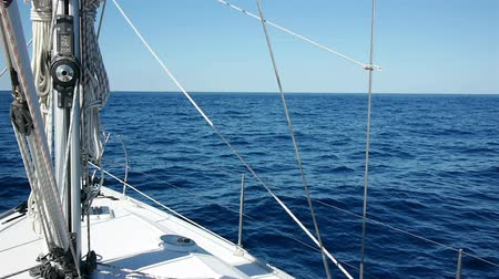парусный спорт : Sailing at sunny day on blue sea with sailboat