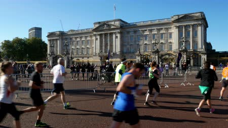 buckingham palace : Royal Parks Foundation half marathon passing by Buckingham palace in London on 9th October 2016