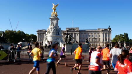 buckingham palace : Royal Parks Foundation half marathon on 9th October 2016 passing by Buckingham palace in London UK editorial