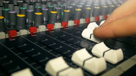 vybledlý : Dj working on audio mixer desk in music studio close up