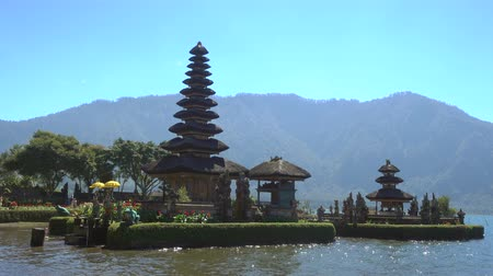 bratan : Pura Ulun Danu temple on a lake Beratan in Bali, Indonesia