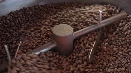 roaster : Mixing roasted coffee Stock Footage