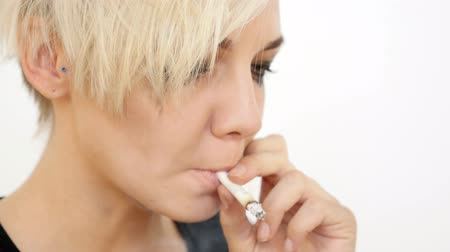 Closeup van Sad Depressed Girl Crying Smoking