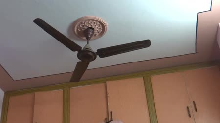 földrengés : Ceiling fan vibrating during an Earthquake