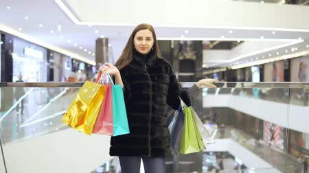 comprador : Girl with colored bags.