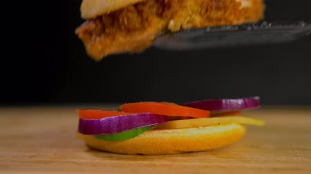 apetitoso : appetizing burger. Burger Cutlet Stock Footage