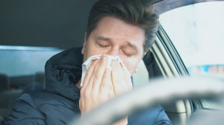 explodindo : runny nose in a young man. painful condition
