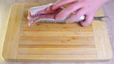 скумбрия : Cooking fish with lemon. timelapse