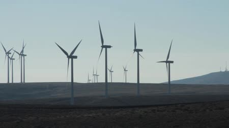 windmolens : Windpark in Centraal Washington Stockvideo
