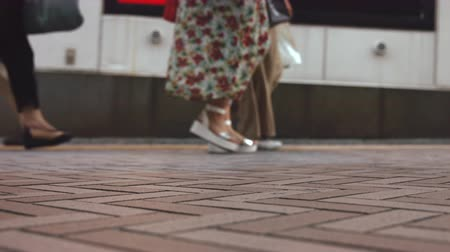 bulutluluk : Its a slow motion video that people took on sidewalks in Shibuya Tokyo. On the day of summer cloudy. Stok Video