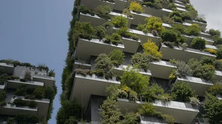 verticale : Milan, Italy - Mai 2017: Bosco Verticale or Vertical Forest is the Best tall building worldwide. Is composed of two residential towers with a large variety of trees and plants on the balconies. Stock Footage