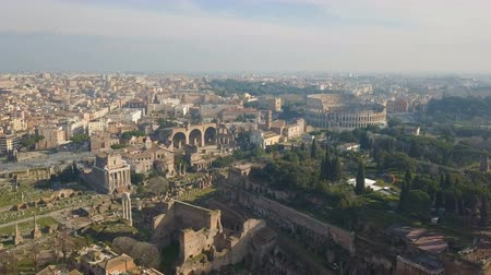 Aerial view of Colosseum and ancinet Roman ruins Vídeos
