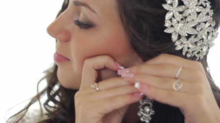 brincos : beautiful  girl wears earrings on her wedding day Stock Footage