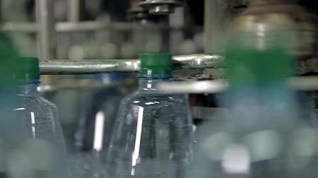 Manufacturing and filling plastic bottles with drinking water Dostupné videozáznamy