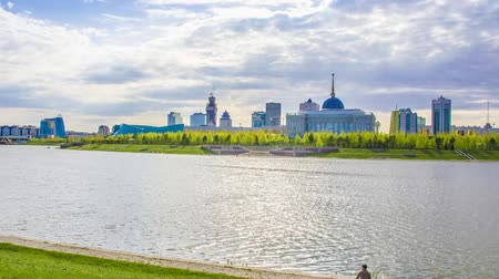 kazahsztán : The Yesil River in Astana city