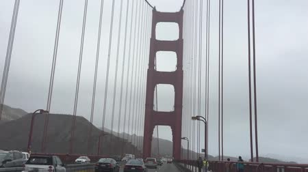 kabely : Driving slowly across Golden Gate Bridge and filming through sunroof