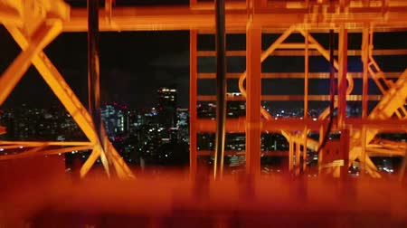 лифт : Going down the glass elevator on Tokyo Tower watching the city below