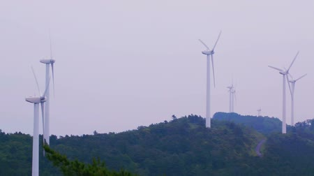 moinho de vento : Long panning shot of a Japanese wind mill farm Stock Footage