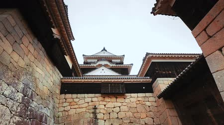 samuraj : Ancient Japanese castle entrance. Dolly Shot. Wideo