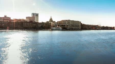 саванна : Timelapse of ferry boats at the historic River Street in Savannah, GA Стоковые видеозаписи