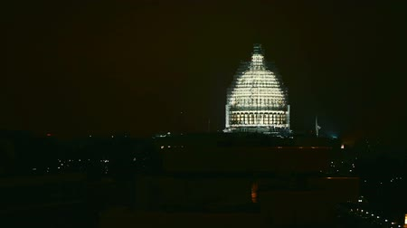 капитал : The United States Capitol building at night under renovation