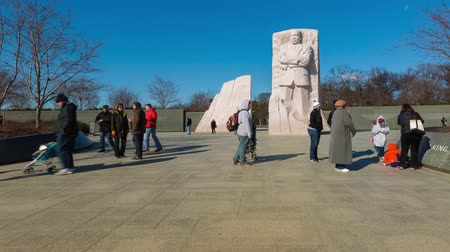 király : Time-lapse of people in front of the Martin Luther King, Jr. Memorial Stock mozgókép
