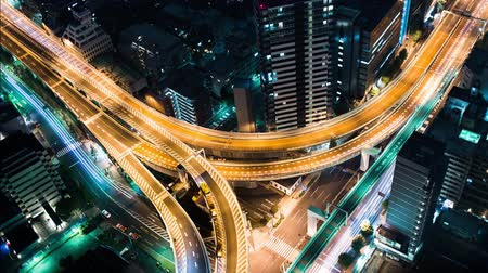 japonya : Multihour aerial view timelapse of a massive highway intersection at night in Shinjuku Tokyo Japan.