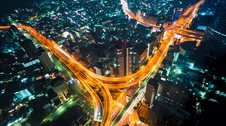 tokio : Multi-hour aerial view time-lapse of a massive highway intersection at night in Shinjuku, Tokyo, Japan. Wideo