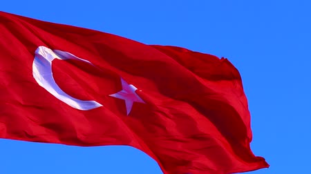 dalgalanan : Turkish flag is floating in the blue sky Stok Video