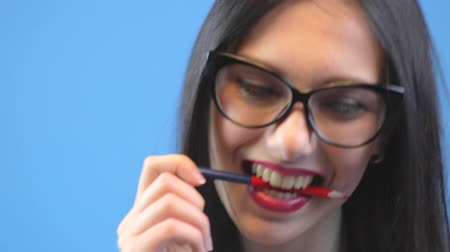 Attractive woman in glasses biting pencil and dance, close up of her face Dostupné videozáznamy