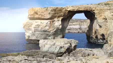 Мальта : Azure Window, Tieqa erqa, natural rock formation on Gozo island, Malta