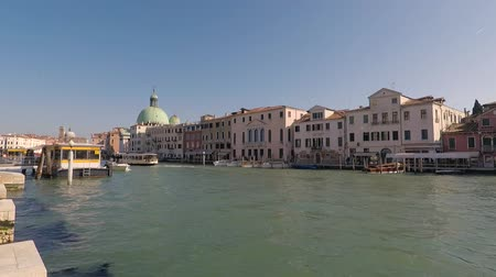 venezia : Tour of gondolas and taxi boats along the Grand Canal of Venice