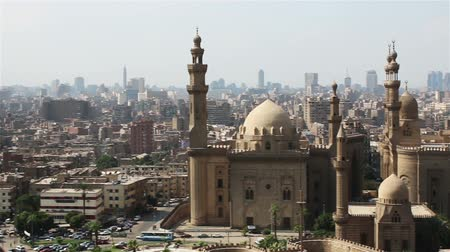 kahire : Sweeping views across Cairo from the Citadel. Mosque of Sultan Hassan.