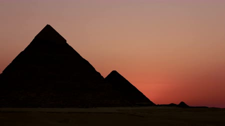 piramit : Timelapse. Sunrise over the pyramid of Cheops. Giza Egypt. v.1