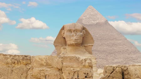 piramit : Timelapse. Clouds over the pyramid of Cheops and Sphinx. Giza Egypt.