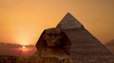 piramit : Timelapse. Sunrise over the pyramid of Cheops and Sphinx. Giza Egypt.