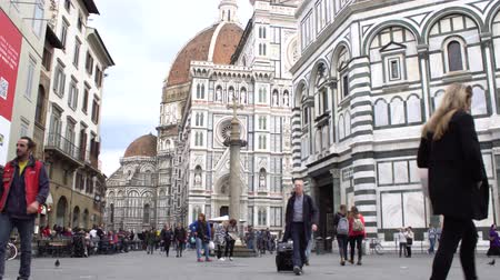 piazza del duomo : FLORENCE, ITALY - NOVEMBER 2016: Duomo, Cathedral Santa Maria del Fiore. tourists walking. 4K.