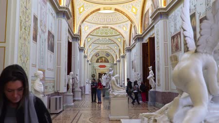 потолок : St. Petersburg, Peterhof, Russia, June 2018: Winter Palace. The halls of state Hermitage Museum in St. Petersburg. Hermitage Museum, is the greatest museums in the world, founded in 1764.
