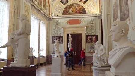 plafond : St. Petersburg, Peterhof, Russia, June 2018: Winter Palace. The halls of state Hermitage Museum in St. Petersburg. Hermitage Museum, is the greatest museums in the world, founded in 1764.