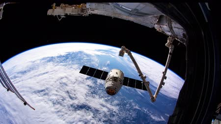 quete : Station spatiale internationale - Circa mai 2019: le vaisseau spatial SpaceX Dragon s'approche de la Station spatiale internationale. Éléments de cette vidéo fournie par la NASA. ISS 059 Vidéos Libres De Droits